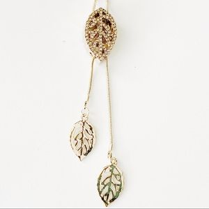 Jewelry - NEW- Crystal Leaf Pendant Adjustable/Movable Chain